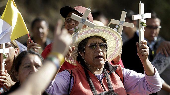 A remény kontinensére, Dél-Amerikába érkezett Ferenc pápa