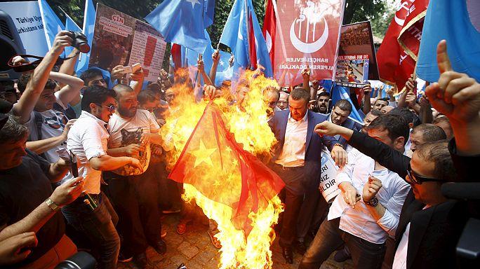 Az ujgurokért tüntettek Isztambulban