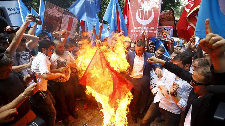 Turquia: Manifestações contra a repressão dos Uighures na província chinesa de Xinjiang