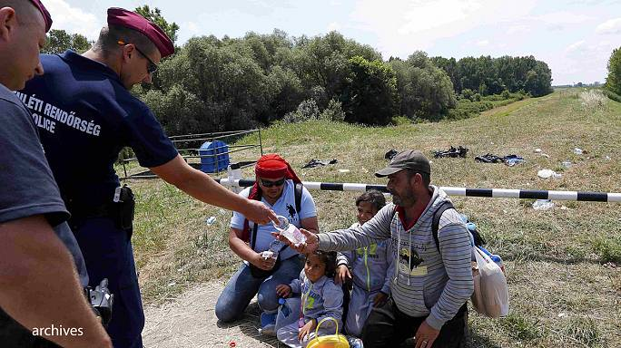 Hungary's parliament approves 'anti-migrant' border fence