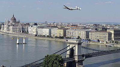 Arch plane au-dessus de Budapest