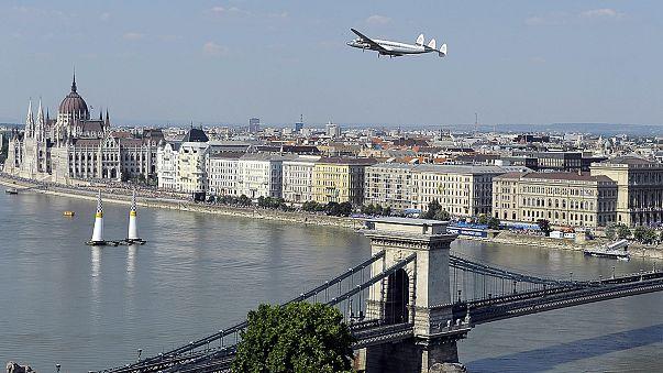 """Red Bull Air Race: osztrák siker Budapesten, """"a világ legszebb versenyhelyszínén"""""""