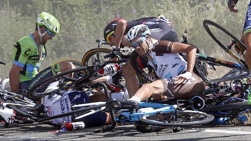 Tour de France: maxi caduta nella 3a tappa, Froome nuovo leader