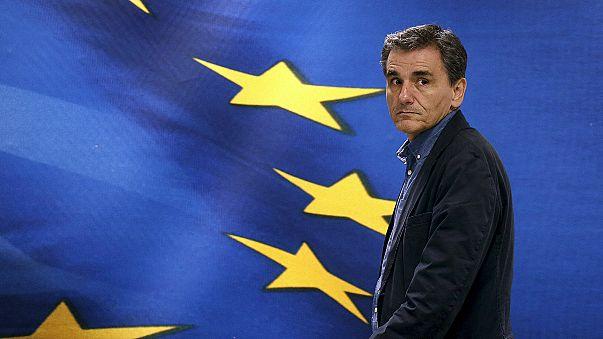 Euclid Tsakalotos sworn in as new Greek finance minister