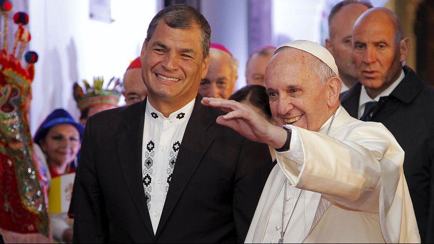 Papa Francisco recebido pelo presidente do Equador