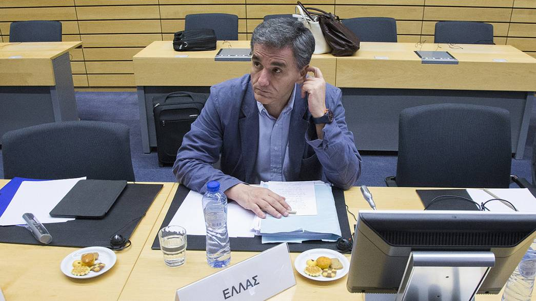 Tsakalotos reveals notes but no new proposals at Eurogroup