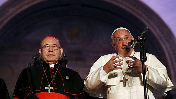 Un million de fidèles écoutent l'homélie du pape à Quito en Equateur