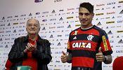 Peru striker Paolo Guerrero presented at Flamengo