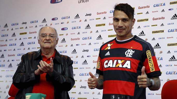 Peru striker Paolo Guerrero presented at Flamengo