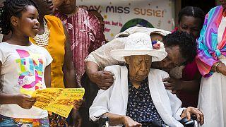 Mulher mais velha do mundo apaga 116 velas