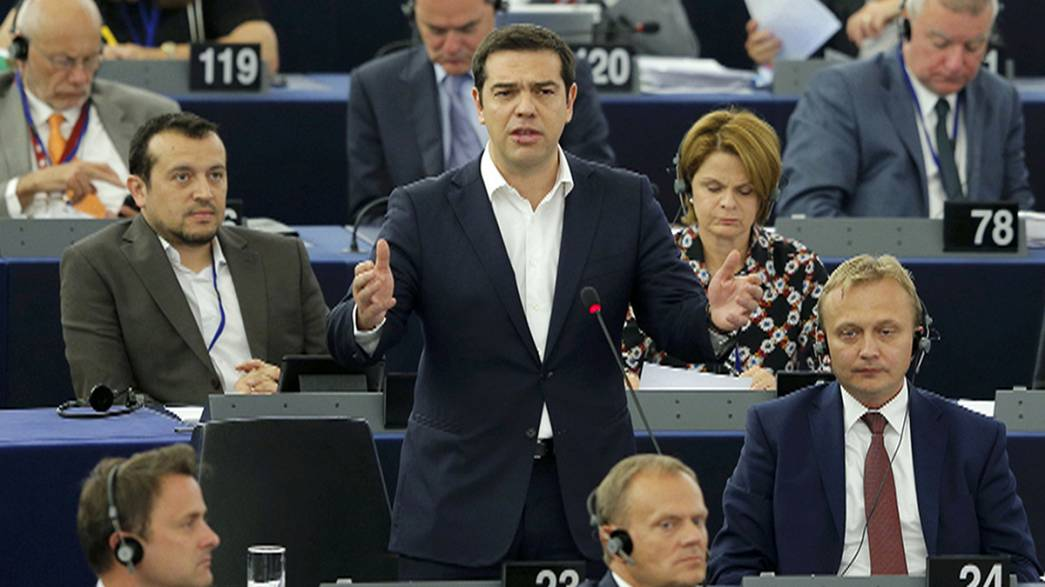 Tsipras aboga por reformas creíbles ante la Eurocámara tras pedir el tercer rescate