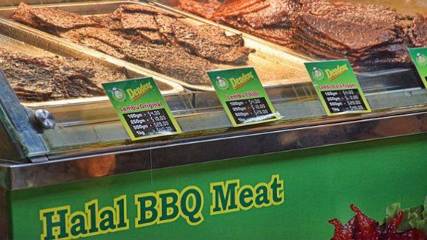 """""""Helal et yemek sizi Müslüman yapar"""" diyen İsveçli vekil tepki topladı"""