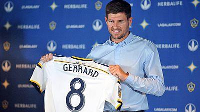 Steven Gerrard já veste de branco