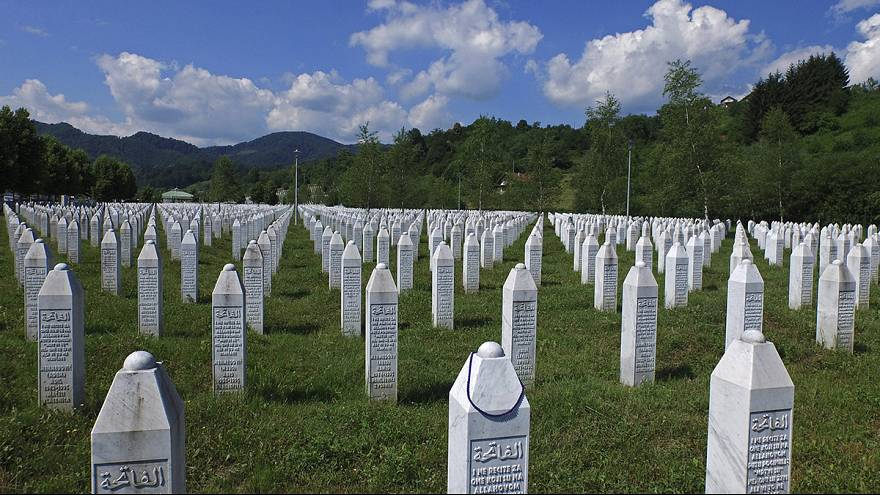 Srebrenica: Russia vetoes UN resolution to recognise massacre as genocide