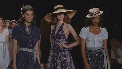 As propostas da estilista austríaca Lena Hoscheck na semana da moda de Berlim
