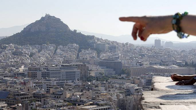 Inquiets, les Grecs tentent de protéger leur avenir