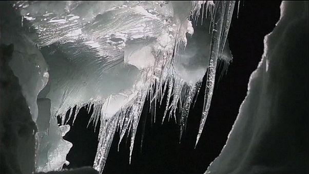 Εντυπωσιακό τούνελ 500 μέτρων σε ισλανδικό παγετώνα