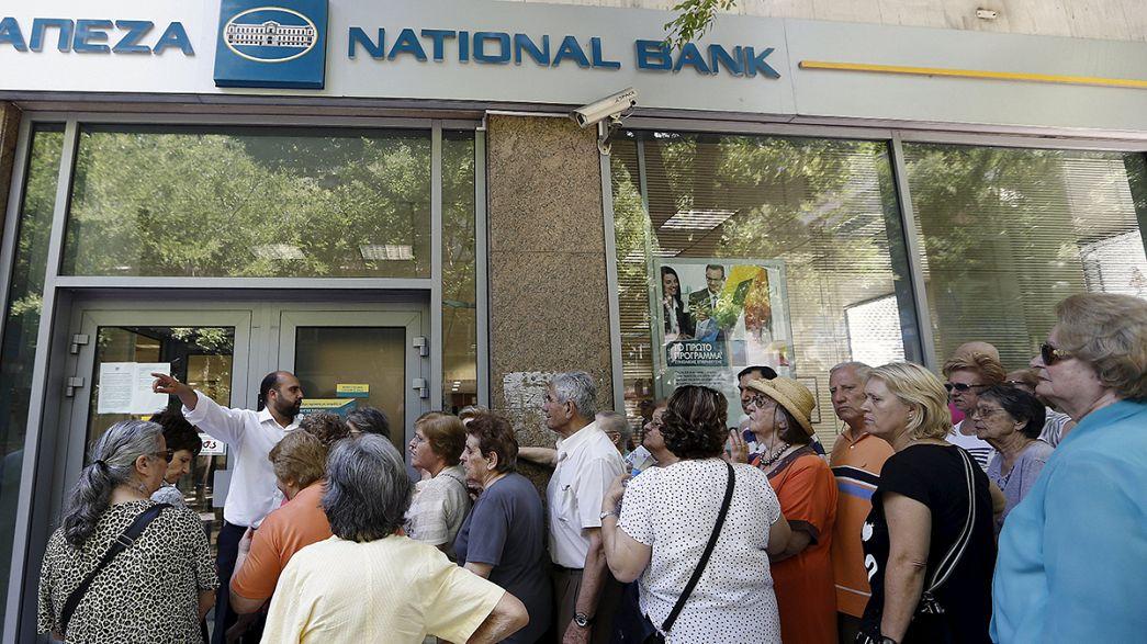 Los griegos, entre el miedo y una remota esperanza ante la extensión del corralito