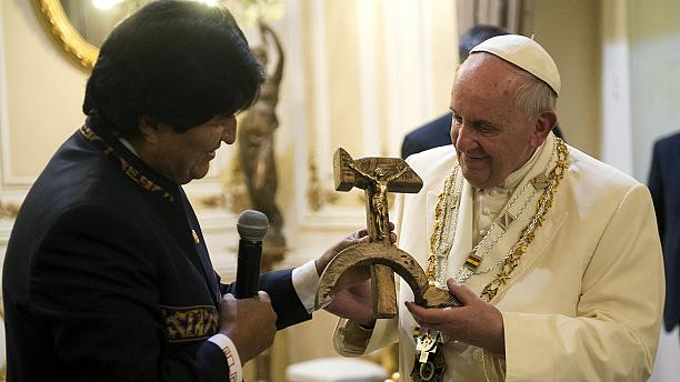 'Communist crucifix' gift to pope in Bolivia raises eyebrows