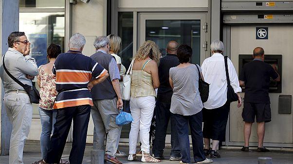 واکنش شهروندان یونانی به پیشنهادهای جدید دولت برای باقی ماندن در یورو