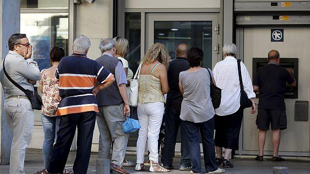 اليونانيون في حيرة من أمرهم: بين البقاء في أوروبا ورفض اجراءات التقشف