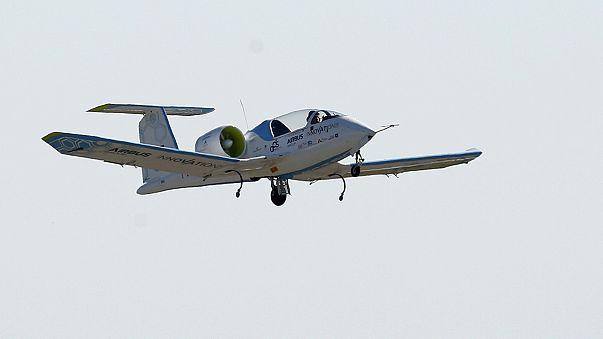 طائرة كهربائية تعبر بحر المانش