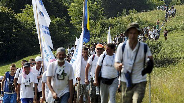 Békemenettel emlékeznek a srebrenicai mészárlás áldozataira
