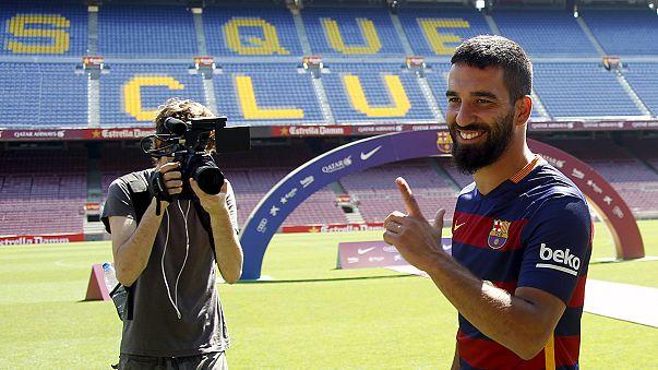 Calcio, Barcellona: Arda Turan si presenta