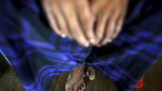 ازدحام و هجوم برای البسه رایگان جان ۲۳ بنگلادشی را گرفت