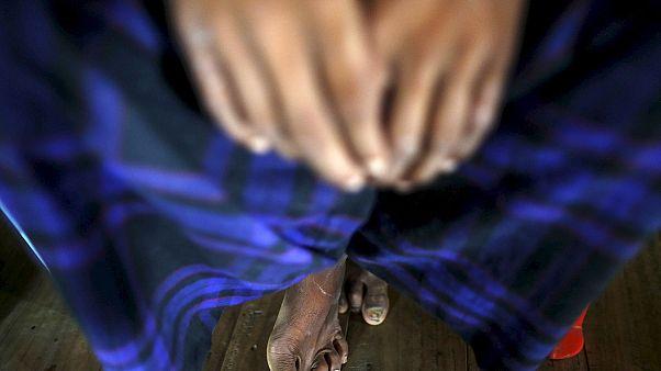 Bangladesh: Tömegtragédiába torkollott a ruhaosztás