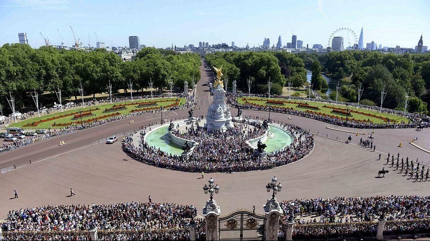 Isabel II celebra 75 aniversario de la Batalla de Inglaterra