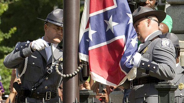 Levonták a konföderációs lobogót