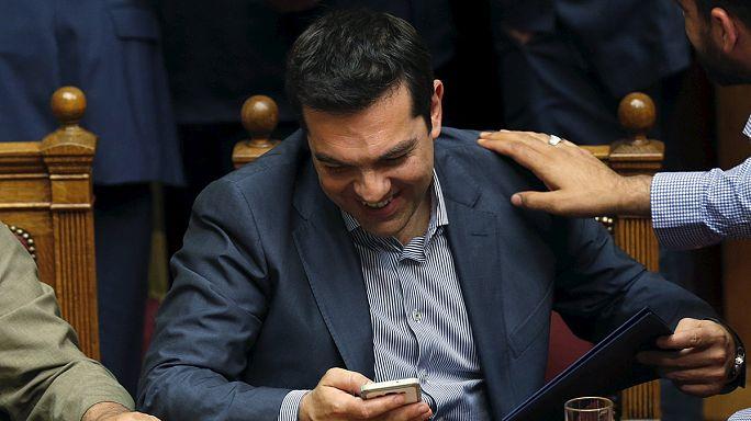 Греция: парламент послал Ципраса с новым пакетом реформ завершить переговоры