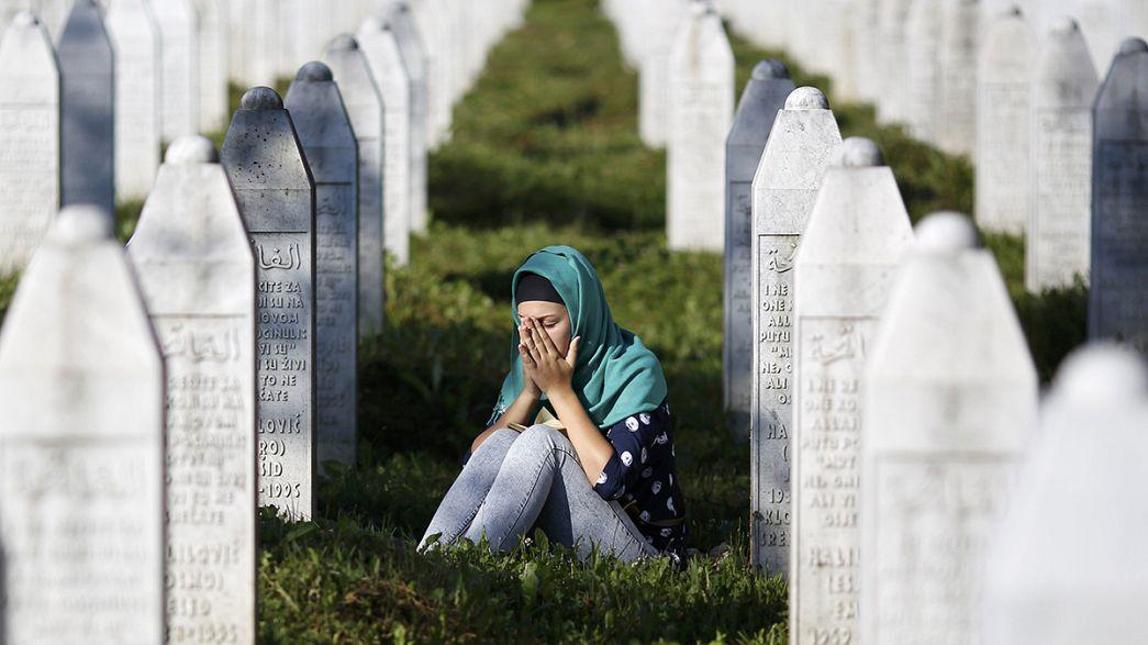 Srebrenica: Zehntausende gedenken des Völkermords vor 20 Jahren