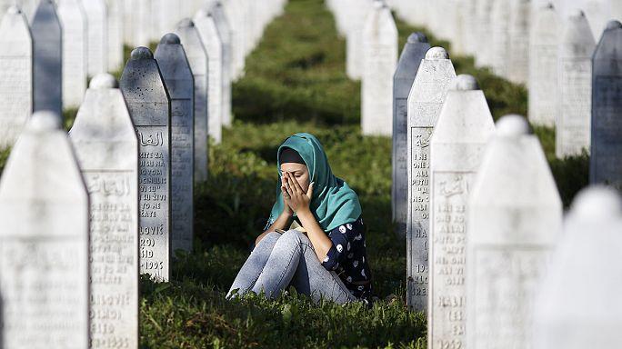 Srebrenica: Bosnia marks 20 year massacre anniversary