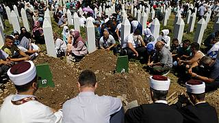 Serbian PM Vucic forced to flee Srebrenica commemoration