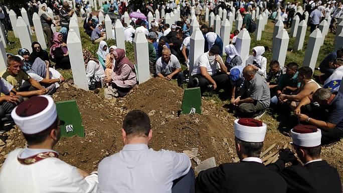 Serbian PM Vucic forced to flee Srebrenica commemoration