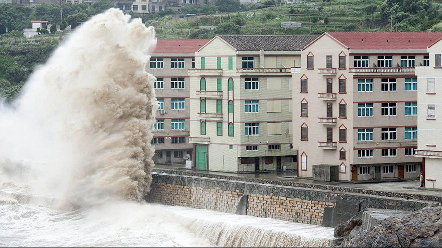 """На восточное побережье Китая обрушился тайфун """"Чан-хом"""""""