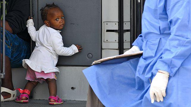 Desembarcaram mais 717 imigrantes no porto de Palermo