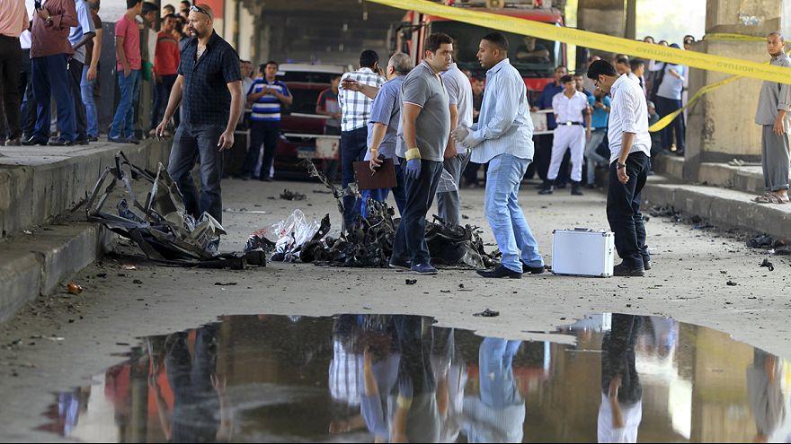 l'Isil rivendica l'attentato al Cairo.Il bilancio è di un morto e nove feriti.