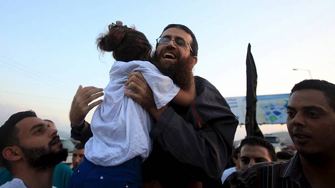 السلطات الاسرائيلية تفرج عن السجين الفلسطيني خضر عدنان بعد قيامه باضراب عن الطعام لمدة 56 يوماً