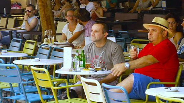 Athénban nyugodtan várják a brüsszeli híreket