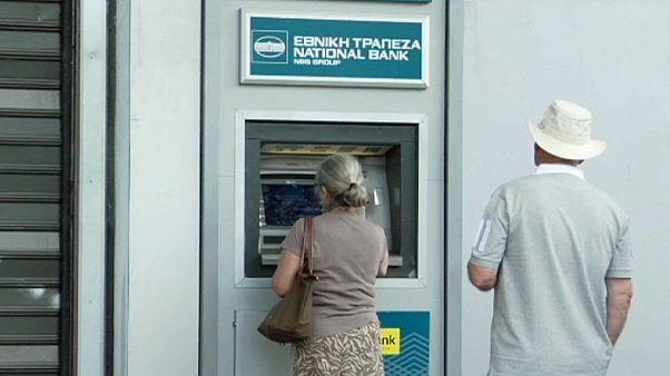 مردم یونان در انتظار اخبار نشست سران منطقه یورو