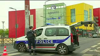 França: Intervenção de forças especiais em centro comercial