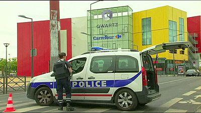 France : braquage, le RAID au secours des employés d'un centre commercial, les malfaiteurs restent introuvables