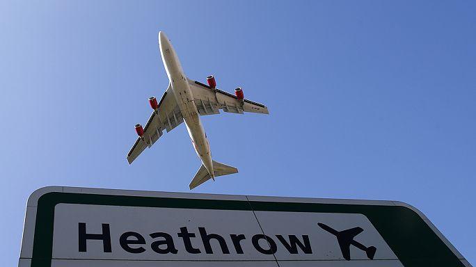 Környezetvédők akcióztak a londoni Heathrow-n