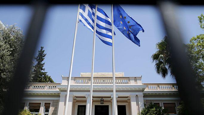 Греция остается в еврозоне