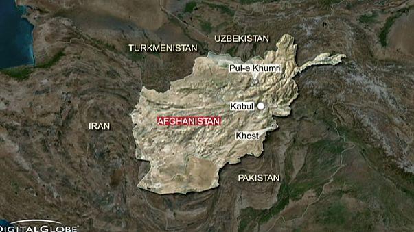Серия терактов в Афганистане, сотни погибших