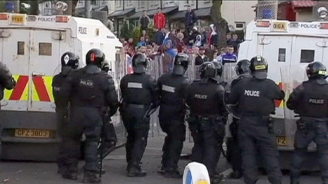 Nouveaux heurts durant la marche orangiste de Belfast