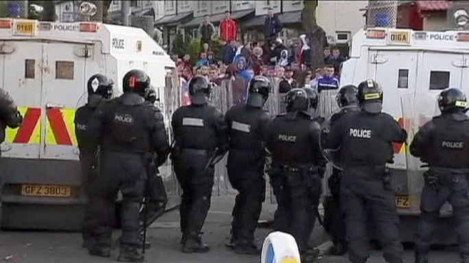 N.Ireland : Eight police officers are inured in parade violence